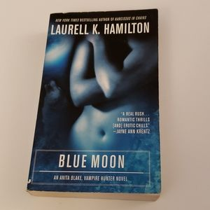 📚 5 for $20 Laurell K. Hamilton, Blue Moon